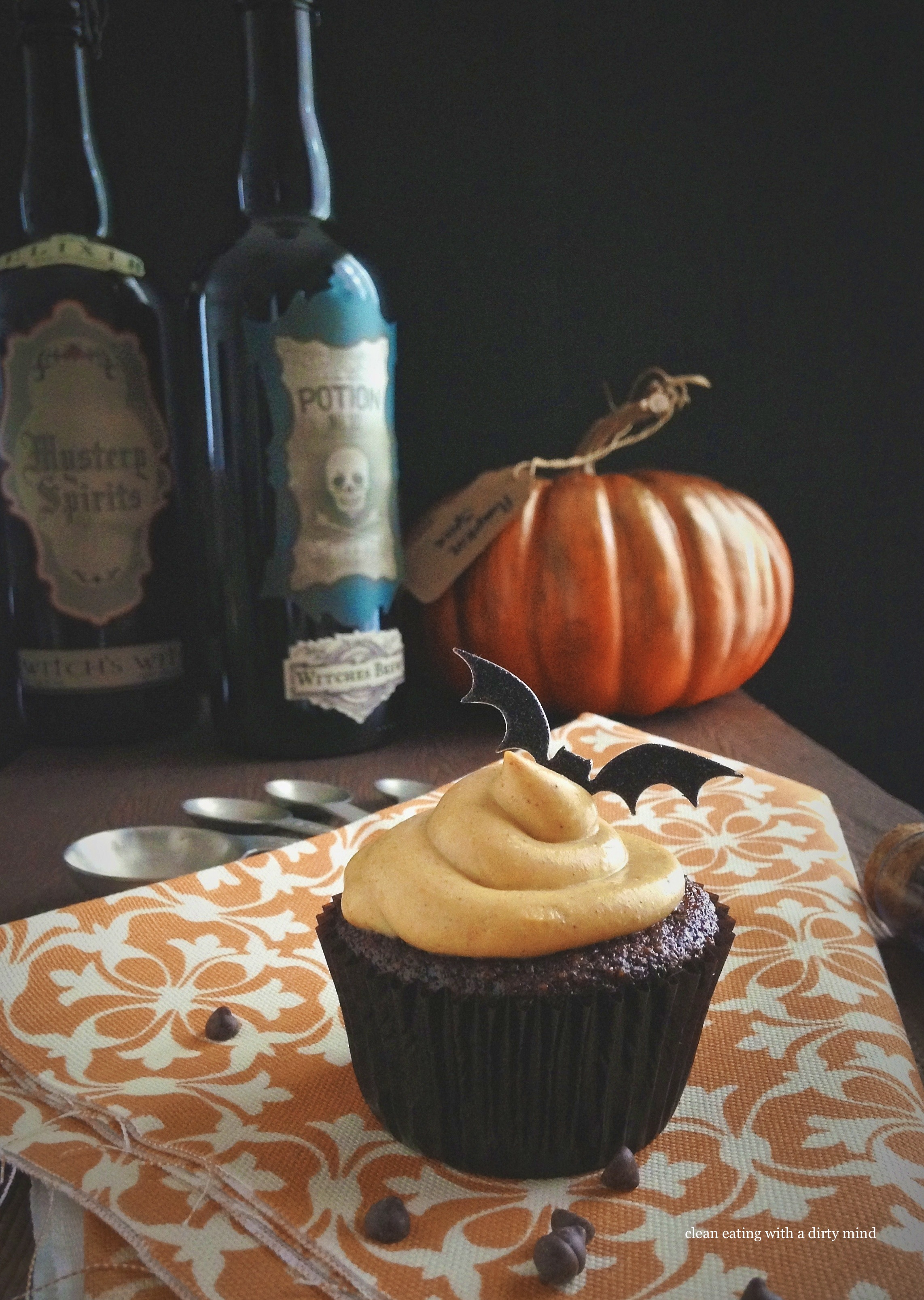 Paleo Chocolate Cupcakes With Pumpkin Spice Frosting Hit The PaleOMG ...
